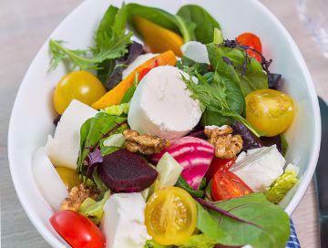 Salat med bakte rødbeter og chevre
