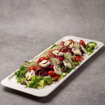 Bilde av Salat med bakte rødbeter, cherrytomat, chevre og honningglaserte valnøtter