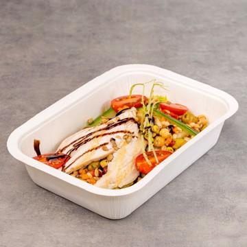 Lunsjsalat med kylling og byggryn